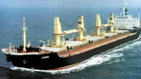 Her er skipet Jinbi som en gang var eid av Jinhui Shipping and Transportation.