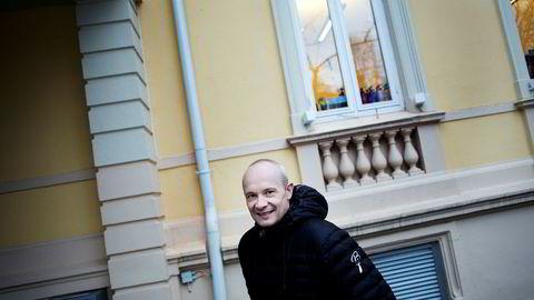 Investor Kjetil Holta solgte sine Apple-aksjer for litt over to år siden. Det var for tidlig, erkjenner han selv, men sier han er ganske lite interessert i å kjøpe seg inn i igjen til tross for at aksjene nå er billige.