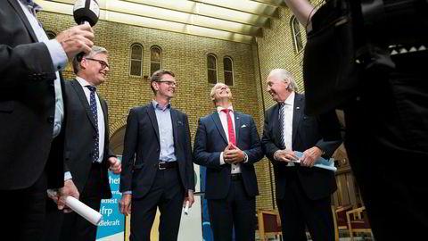 Budsjettenige for åttende gang. Hans Andreas Limi (Frp), Terje Breivik (V), Hans Olav Syversen (KrF)og Svein Flåtten (H) presenterer avtalen om revidert nasjonalbudsjett i Stortinget.