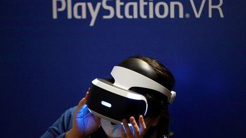 Spillkonsollen Playstation er den viktigste pengemaskinen for Sony, men den er i ferd med å gå ut på dato. Selskapet er sårbart. Aktivistinvestoren Daniel Loeb gjør seg klar til et raid for å presse frem salg av blant annet filmstudioet Sony Columbia, ifølge Reuters' kilder.