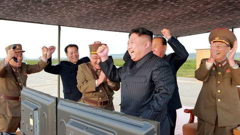 Nord-Korea har foretatt tre rakettoppskytinger og en prøvesprengning av en atombombe de siste ukene. Nord-Koreas leder Kim Jong-un ønsker å etablere en maktbalanse med USA.