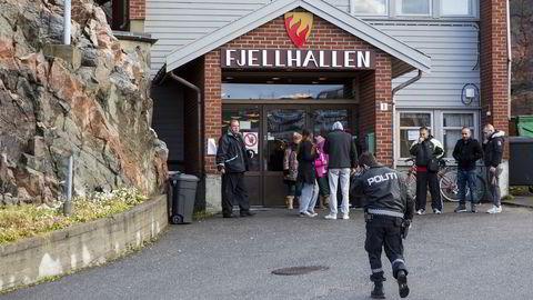 Fjellhallen i Kirkenes fungerer som transittmottak for de mange migranter og flyktninger som kommer over grensa fra Russland. Mange av dem må innom sykehuset for sjekk. Foto: Tore Meek /