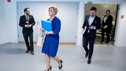 For kort tid siden la finansminister Siv Jensen, her sammen med statssekretær Petter Kvinge Tvedt (til høyre), frem revidert statsbudsjett. Nasjonalregnskapet viser at investeringer i bedriftene Norge skal leve av i fremtiden, er svært lave.