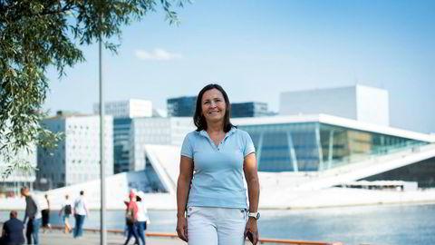 Analysesjef i Bisnode Norge,  Kari Mette Almskog, tror kvinner er mer forsiktige enn menn og at det forklarer hvorfor større aksjeselskaper med mannlig sjef gjør det bedre enn tilsvarende bedrifter ledet av kvinner.