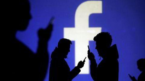 – Facebook er de nye sigarettene. Det er vanedannende. Det er ikke bra for deg, sier den amerikanske teknologimilliardæren Marc Benioff. Ifølge New York Times var det kaos i Facebook-ledelsen da avsløringene om russisk påvirkning av presidentvalget, datatyver og hatefulle ytringer ble kjent.