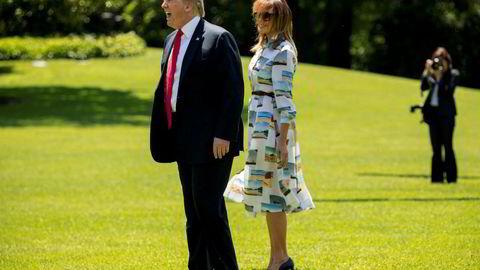 President Donald Trump uttrykker sympati for Theresa May. Her med førstedamen Melania Trump rett før de satte kursen mot Japan fredag.