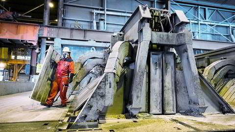 Fra Hydros aluminiumsproduksjon på Karmøy.