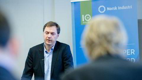 Direktør Knut Sunde i Norsk Industri på en pressekonferanse i Oslo torsdag. Foto:Audun Braastad /