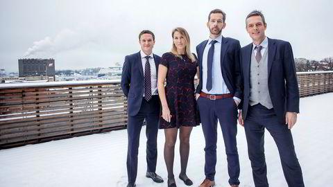 Makroanalytiker Tobias Danielsen Øgrim (fra venstre), sjefstrateg Erica Blomgren, sjefanalytiker Thomas Eitzen og sjefstrateg for råvarer Bjarne Schieldrop. SEBs strategiteam tror det blir mer svingninger i markedene i 2018, men venter ingen dramatikk.