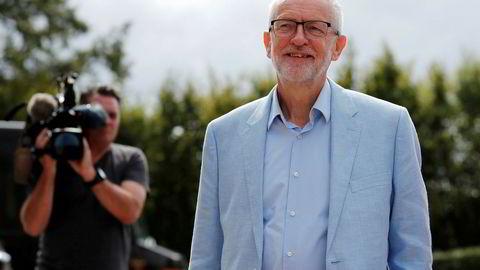Labour-leder Jeremy Corbyn skal tirsdag møte andre opposisjonsledere. Han kan komme til å støtte et nyvalg før brexit om det ikke er noen annen løsning enn no deal.