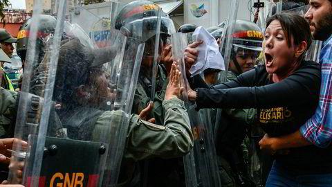 Sammenstøtene mellom demonstrantene, politi og militære har til tider vært voldelige.