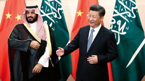 Visekronprins Mohammed bin Salman og Saudi-Arabia fikk et underskudd på statsbudsjettet ifjor på 820 milliarder kroner. Tidligere denne uken møtte han Kinas president Xi Jinping                    Foto:  Rolex Dela Pena/Pool/