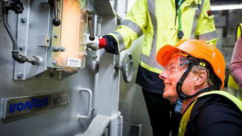 Olje- og energiminister Terje Søviknes besøkte fredag Fortum og Oslo kommunes anlegg på Klemetsrud i Oslo   med løfte om klimakroner