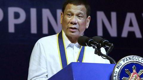 Filippinenes president Rodrigo Duterte reagerer sterkt på en resolusjon vedtatt i FNs menneskerettsråd.