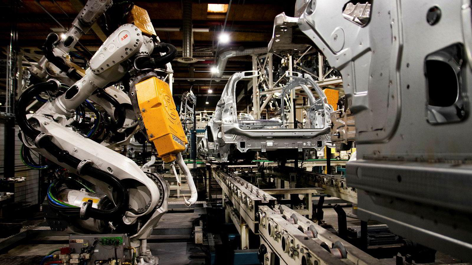 Her tar robotene faktisk over