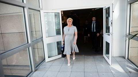 – Det gjenstår å se, sier finansminister Siv Jensen, som ikke vet om hun får maifri og kan dra på hytta.