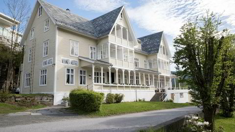 Stryn er en av kommunene som vurderer å innføre turistskatt. Bildet viser Visnes Hotel på Stryn.