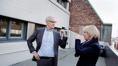 Konkurransedirektør Lars Sørgard og næringsminister Monica Mæland vil ha tøffere konkurranse mellom matkjedene og flere kjeder. Foto: Fredrik Bjerknes