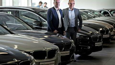 Frode Hebnes (til venstre), administrerende direktør i Bilia og Finn Wilhelmsen, markedsdirektør i Bilia starter netthandel for bruktbiler.