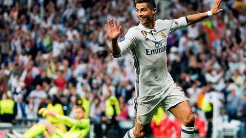 Cristiano Ronaldo ble den store helten da Real Madrid vant 3–0 i den første semifinalen i denne sesongens Champions League, mot naborival Atlético Madrid.