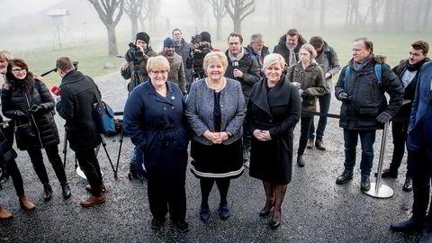 Venstre-leder Trine Skei Grande (fra venstre), statsminister Erna Solberg (H) og Fremskrittspartiet-leder Siv Jensen har brukt mye tid siden 2. januar på Hotell Jeløy Radio i Moss.
