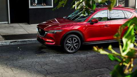 Mazda CX-5 har fått noe skarpere design i fronten, men er definitivt lett gjenkjennelig.