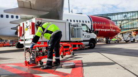 Flyselskapet Norwegian vil bruke landingsrettigheter ved Gatwick-flyplassen i London som lånesikkerhet for å få obligasjonseierne til å godta utsatt låneforfall. Her fra Oslo lufthavn Gardermoen.