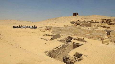 Arkeologer i Egypt har funnet et gravkammer som de mener er rundt 4.500 år gammelt. Foto: AP / NTB scanpix