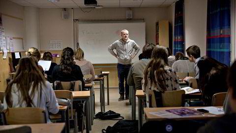 Regjeringen bruker rundt to milliarder for å øke lærertettheten i skoler med store klasser. Over halvparten av pengene går til allerede ressurssterke kommuner