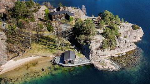 «Slotte» på Hesnes utenfor Grimstad er solgt for 18 millioner. Einar Aas kjøpte den for 23 millioner i 2011.