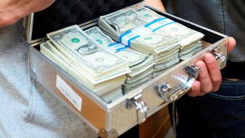 Banksjefene plukker sjeldnere opp kofferter med nye dollarsedler. Foto: The Salt Lake Tribune, Steve Griffin/AP Photo/NTB scanpix