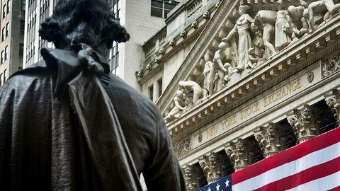 Toppene på Wall Street selger aksjer i egne selskaper. Grunnen kan være misnøye med president Donald Trump.