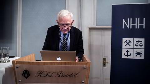 NØDVENDIG OMSTILLING. NHH-professor Victor Norman etterlyser mer nyskapning. Her på NHH-konferanse onsdag. FOTO: Christopher Olssøn