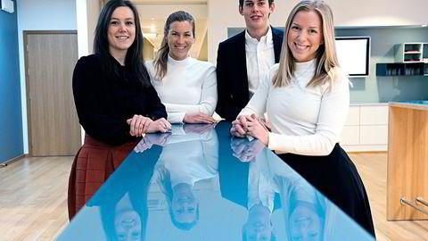 Sivilingeniørene Ingvild Mogensen (fra venstre), Frida Næss-Ulseth, Morten Krüger Hagen og Karen Mosebø Haukeland føler de har valgt en trygg jobb i konsulentselskapet KPMG. Alle kjenner noen fra studietiden på NTNU som har mistet jobben. Foto: Per Ståle Bugjerde