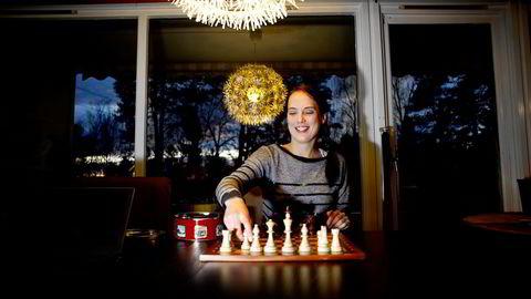 – Jeg håper jo at kvinnene som ser på prøver å spille selv, for det er et helt fantastisk spill, sier NRK-kommentator Heidi Røneid. Foto: Mikaela Berg