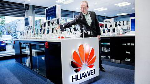 – Huawei er den leverandøren som har vokst mest hos oss i år, sier Torfinn Schau Halvorsrud, salgsdirektør for Elkjøps telekomprodukter i Norden.                   Foto: Fredrik Bjerknes