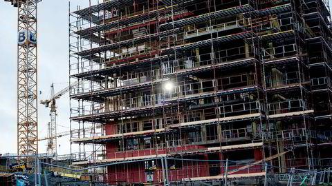Kutt i forskriftskrav og byggekostnader er en gavepakke til utbyggere og tomteeiere – noe boligkjøpere må betale prisen for, skriver artikkelforfatteren.