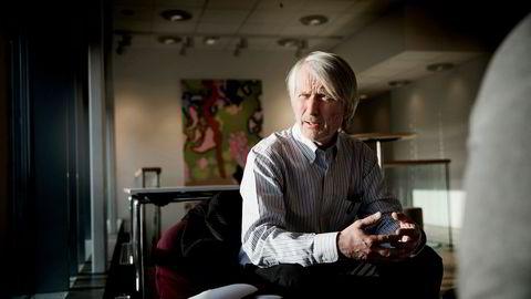 Virkes sjeføkonom Lars E. Haartveit konstaterer at salget av flatskjermer løfter bransjen til topps.