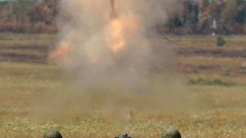 """Russian solders fire an 2S12 """"Sani"""" 120 mm heavy mortar system during the """"Masters of Artillery Fire"""" competition at a range outside Saratov, Russia, August 10, 2015. The military contest is part of the International Army Games, which are held in Russia from August 1-15, with participants from 17 countries, according to organisers. REUTERS/Maxim Zmeyev ---"""
