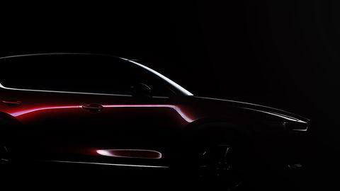 Et dunkelt bilde er første bevis på at Mazda kommer med en ny generasjon CX-5 om en knapp måneds tid. Foto: Mazda