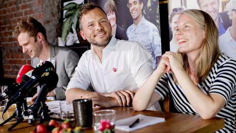 SV og leder Audun Lysbakken har en rekke forslag til hvordan de rikeste kan betale mer skatt. På bildet oppsummerer han og partiet det siste halvåret før sommerferien sammen med nestlederne Snorre Valen (til venstre og Kirsti Bergstø (til høyre)