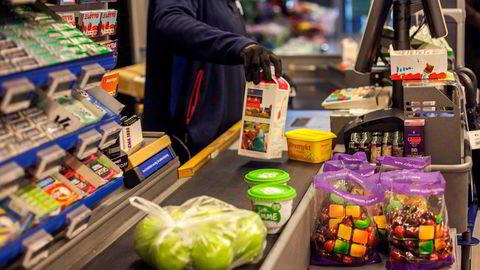 Prisene på matvarer har steget med 3,4 prosent det siste året.