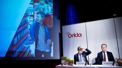 Orkla-sjef Peter A. Ruzicka (til venstre). Til høyre, konserndirektør Jens Bjørn Staff. Foto: Elin Høyland