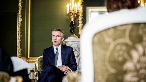 Ikke bekrymet: Generalsekretær i Nato, Jens Stoltenberg, mener det planlagte møtet mellom den amerikanske og den russiske presidenten er helt i tråd med Natos politikk. Her avbildet i Lancaster House, London.