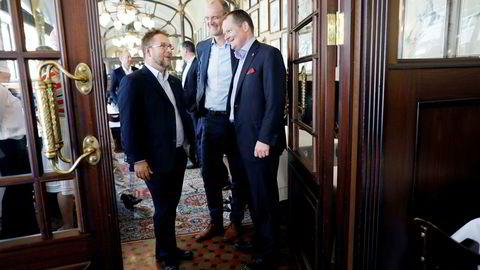 Pr-byrået WergelandApenes blir en del av det internasjonale byrånettverket FleishmanHillard. Fra venstre: Nick Andrews i FleishmanHillard, Martin Apenes og Rune Mørck Wergeland i WergelandApenes.
