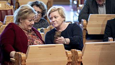 Sjekker de saldoen? Erna Solberg og Siv Jensen har mange penger å rutte med når Oljefondet er blitt så stort.