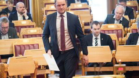 Samferdselsminister Jon Georg Dale (Frp) tar midlertidig over for Tor Mikkel Wara som justisminister.