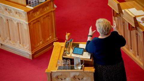Statsminister E stilte i den siste spontanspørretimen før sommeren. Hun pådro seg muntlig tilrettevisning.