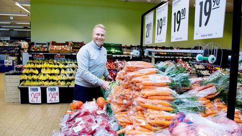 Trond Bentestuen gikk fra bank til butikk og er ny administrerende direktør i Rema 1000. Den første arbeidsuken brukte han på å «lære butikk» i en av kjedens butikker på Mysen.