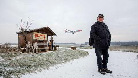 Christian Sutter-Pekonen bruker dagene på å speide etter fly. Han er en av hundrevis av såkalte «plane spotters», som henger rundt ulike flyplasser for å fotografere fly som lander og tar av. Hvert år under WEF-uken samles hundrevis av spottere på flyplassen i Zürich for å ta bilder av flyene som statslederne og næringslivstoppene ankommer i.